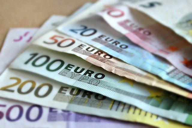 Ensemble de billets de 5, 10, 20, 50, 100, 200 et 500 euros.